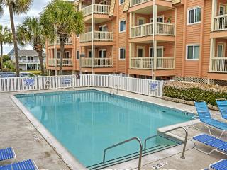 Wonderful 2BR Garden City Beach Condo w/Internet, Cable TV & Fully-Equipped Kitchen – Located Right on the Beach! Expansive Ocean Views from your Private Deck! - Garden City Beach vacation rentals