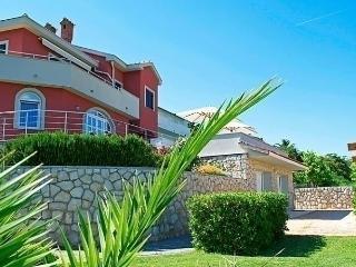 Comfortable 1 bedroom Suha Punta Apartment with Internet Access - Suha Punta vacation rentals