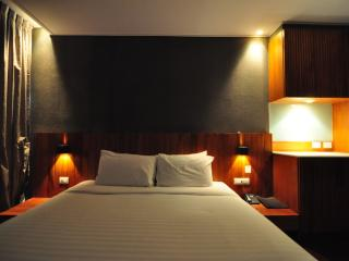 Spacious 2 Bedroom @ Langsuan - Bangkok vacation rentals