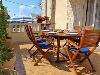 Kastela Apartment - 3 Ensuite Bedrooms & Terrace - Kastel Stari vacation rentals