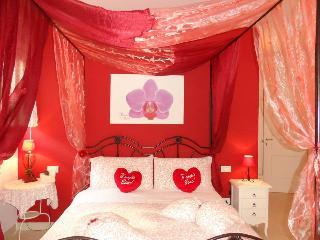 beb petali rosa: camera Orchidea - Polignano a Mare vacation rentals