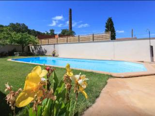 Bright 2 bedroom Bollene Gite with Internet Access - Bollene vacation rentals
