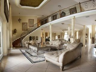 Luxury 8 Bed Home - Pool - Cinema - Sports Room - Four Corners vacation rentals