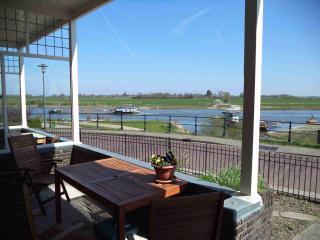 Vakantiewoning met uitzicht over rivier de IJssel - Dieren vacation rentals