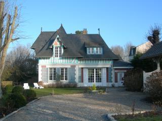 Manoir Normand entre Deauville et Honfleur vue mer - Villerville vacation rentals