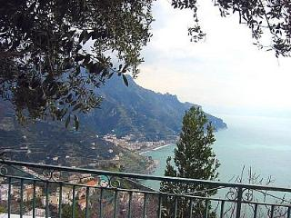 Wonderful 2 bedroom Ravello House with Deck - Ravello vacation rentals