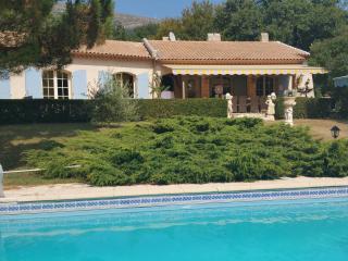 Villa provençale avec piscine et tennis privés, - Saint-Vallier De Thiey vacation rentals