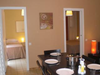 5 MINUTES LA RAMBLA, CHEAP, NICE , BALCONY, LUMINOUS, CALM, METRO L2 - Barcelona vacation rentals