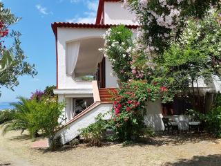 Mansarda in villa vicino al mare con terrazzo-giardino di 45 mq esclusivo - Fuscaldo vacation rentals