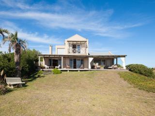 Perfectly Located 4 Bedroom Home in Jose Ignacio - Manantiales vacation rentals