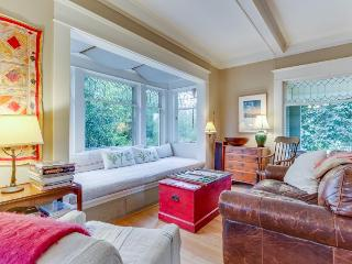 Charming Phinney Ridge cottage w/ sunny yard - dogs welcome! - Seattle vacation rentals