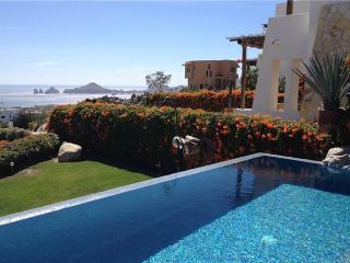 Comfortable Villa with Deck and A/C - La Joya vacation rentals