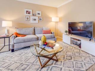Schaumburg Unit With 1 Bedrooms and 1 Bathrooms- Nice Property Amenities - Schaumburg vacation rentals