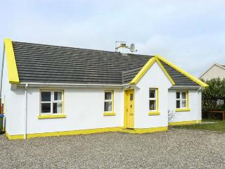 SUNSHINE COTTAGE, pet friendly, with a garden in Liscannor, County Clare, Ref 4582 - Liscannor vacation rentals