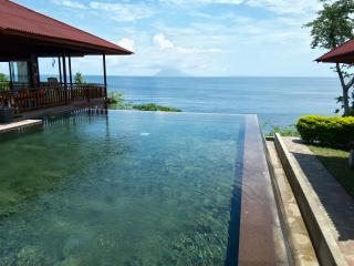 Villa Manare on the beach (Manado Bunaken) - Tanahwangko vacation rentals