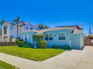 Betty's Beach Bungalow: Walk to Everything, Bikes, BBQ, WiFi, Fenced Yard, Pet friendly - Pacific Beach vacation rentals