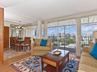 Ocean view extra large one-bedroom with washlets, WiFi, AC, parking, sleeps 6 - Waikiki vacation rentals