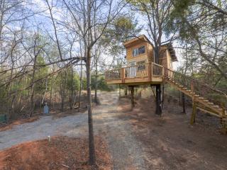 Ra's Eufaula Tree-sort = Real Treehouse in 2 trees - Eufaula vacation rentals