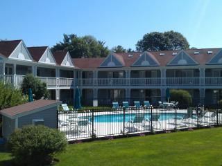 Desirable Beach Condo Overlooking Pool, Free WiFi - Ogunquit vacation rentals