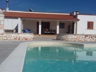 Lovely 3 bedroom Villa in San Michele Salentino - San Michele Salentino vacation rentals
