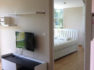 Apartment suit close to MRT Lad Phrao station. - Bangkok vacation rentals