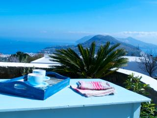Le Cave meravigliosa casa panoramica a Lipari - Lipari vacation rentals
