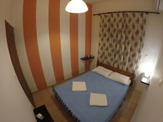 Cozy Condo with Television and Balcony - Haraki vacation rentals