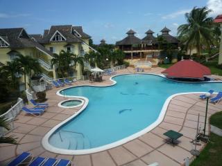 Resort apartment, pool, tennis courts, wi-fi,beach - Ocho Rios vacation rentals