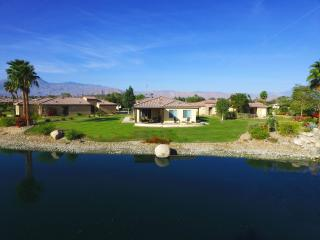 1/4 Acre Lakefront Estate, beauty - Indio vacation rentals
