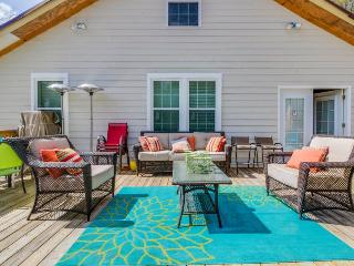 Charming and secluded home in wooded neighborhood w/ spacious deck! - Midway vacation rentals