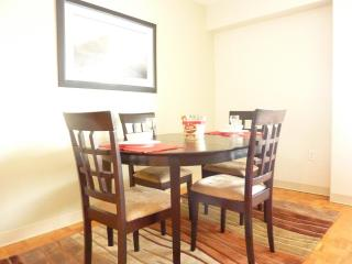 2 bedroom Apartment with Internet Access in Brookline - Brookline vacation rentals