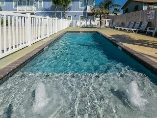 Oyster Cottage: Coastal 3 bed, 2 bath townhome w/ Pool, Close to Beach, Pets - Port Aransas vacation rentals
