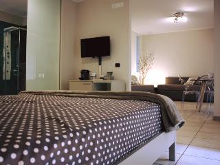 La casa del colle suite con balcone - centro città - Santeramo in Colle vacation rentals
