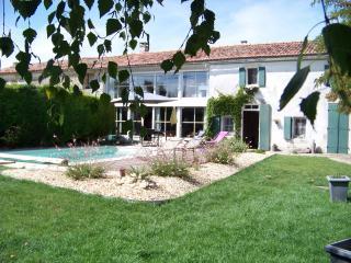 La Marangelle Chambre d'hôtes de charme - Bernay Saint Martin vacation rentals