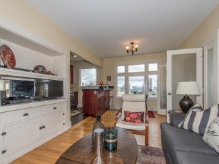 Fantastic 1 Bedroom Condo With Views - Portland vacation rentals
