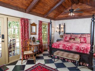 History meets Luxury at the Suite Escape! - Fredericksburg vacation rentals