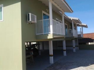 Apartamentos completos para aluguel - Praia Rosa vacation rentals