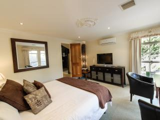 Cozy 1 bedroom Bed and Breakfast in Traralgon with Washing Machine - Traralgon vacation rentals