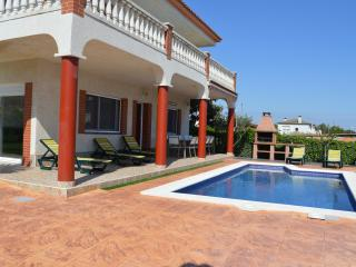 Great house with pool, barbecue, garden and wifi - Cubelles vacation rentals