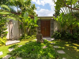3BR - ETHNIC VILLA WITH UNIQUE LIVING ROOM - Seminyak vacation rentals