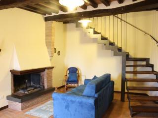 Casa Iolanda nel borgo in campagna 6/7letti - Castel dell'Aquila vacation rentals