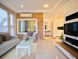 Superb Suite Apartment in Phuket - Phuket Town vacation rentals