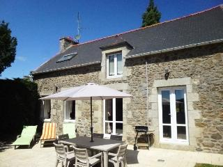 Well equipped & comfortable, near beaches, Dinard - Ploubalay vacation rentals