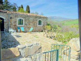 """Masseria San Giovanni Sgadari """"Cottage Marcato"""" - Petralia Soprana vacation rentals"""