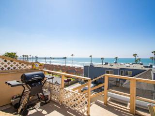 Romantic 1 bedroom Oceanside Condo with Deck - Oceanside vacation rentals