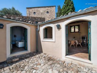 """Masseria San Giovanni Sgadari """"Conigliera A"""" - Petralia Soprana vacation rentals"""
