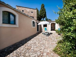 """Masseria San Giovanni Sgadari """"Conigliera B"""" - Petralia Soprana vacation rentals"""