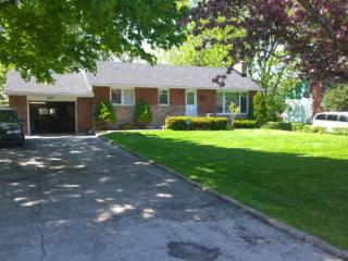 Nice 3 bedroom Burlington House with Dishwasher - Burlington vacation rentals