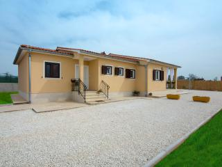 NEW HOUSE Paola with swimminpool - Bibici vacation rentals