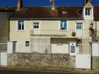 Nice House with Parking and Satellite Or Cable TV - Ligueil vacation rentals